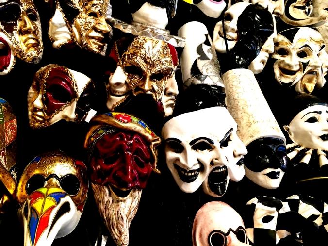 masks-2415706-1