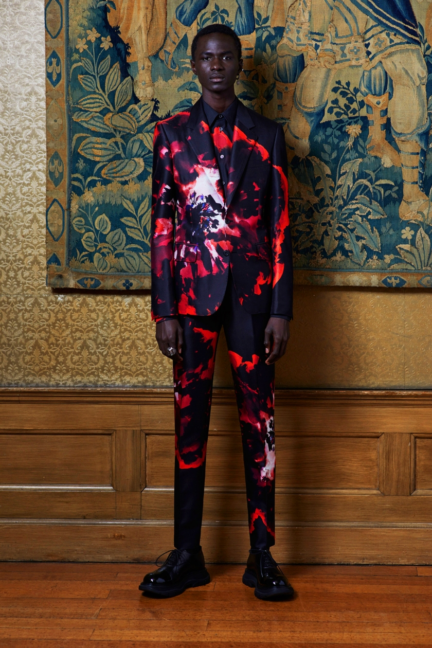 00018-Alexander-McQueen-Spring-2020-credit-Ethan-James-Green